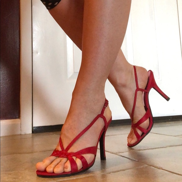 291befbaae2 Massimo Red Satin Strappy heels. M 5ab166602ae12f3fd15e090d